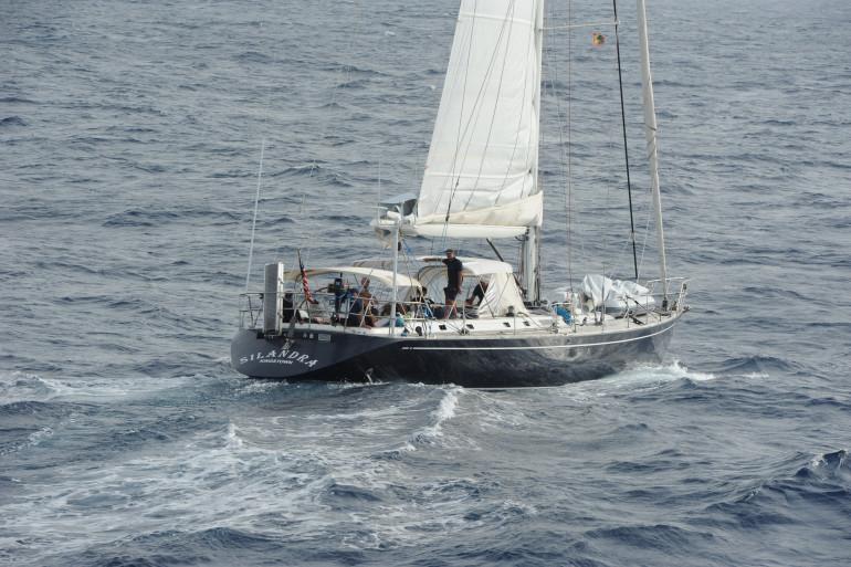 Le voilier Rêves d'Ô sur lequel se trouvait une famille française a coulé à 550 milles nautiques au sud-ouest de l'archiper portugais des Açores. (Illustration)