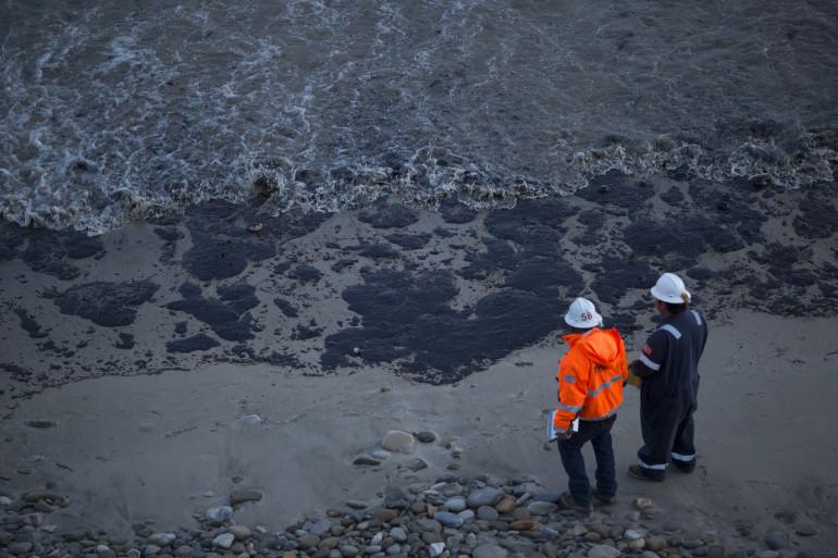 Près de 80.000 litres de prétrole se sont déversés sur une plage près de Santa Barbara