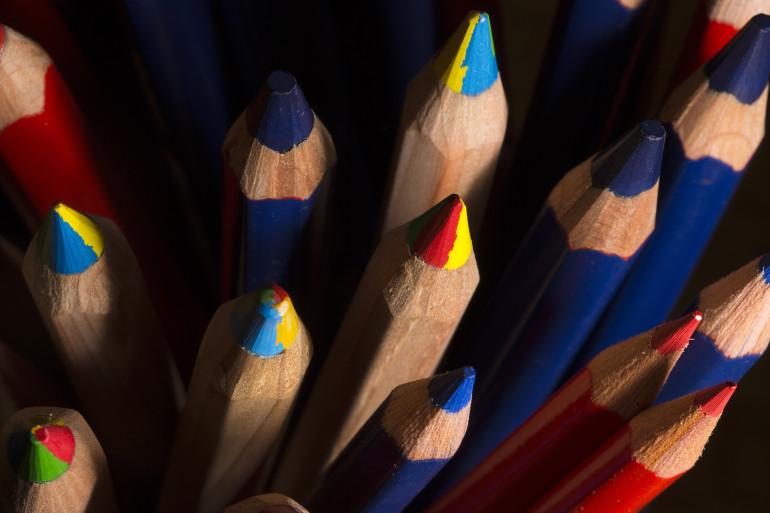 Des crayons de couleur (illustration)
