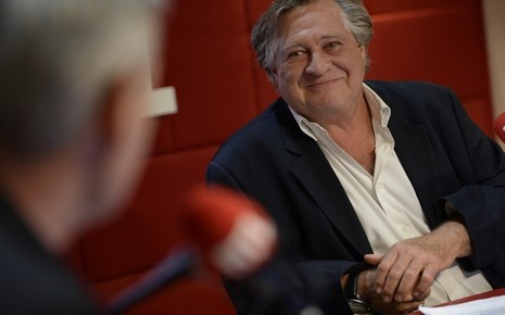 Jacques Pradel et un invité de L'heure du crime. Crédit Elodie Grégoire