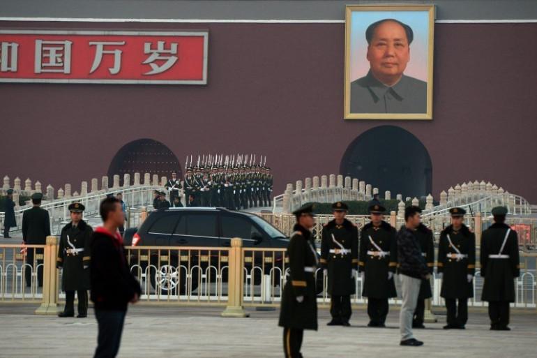 Des forces de l'ordre devant la place Tiananmen en Chine en novembre 2013 (archives)