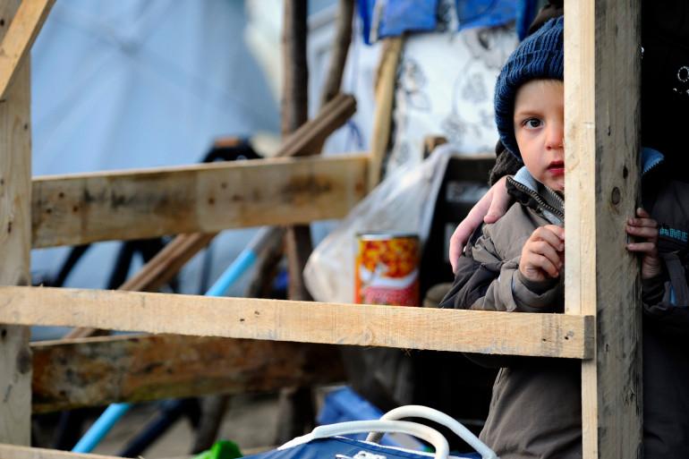 Un petit garçon dans un camp de demandeurs d'asile à Metz le 13 novembre 2013.