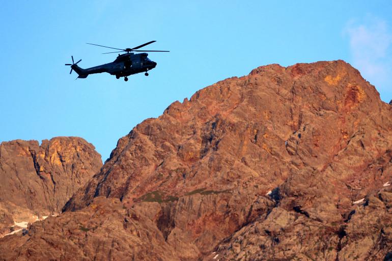 Un hélicoptère Puma près d'Asco le 10 juin 2015.