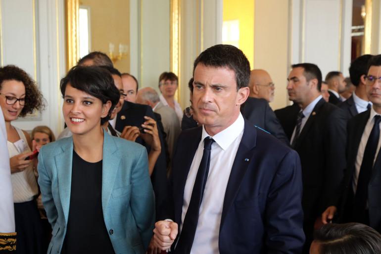 Le Premier ministre Manuel Valls et la ministre de l'Éducation nationale Najat Vallaud-Belkacem le 12 juin 2015, à Saint-Denis, sur l'île de la Réunion, lors de sa tournée ultramarine.