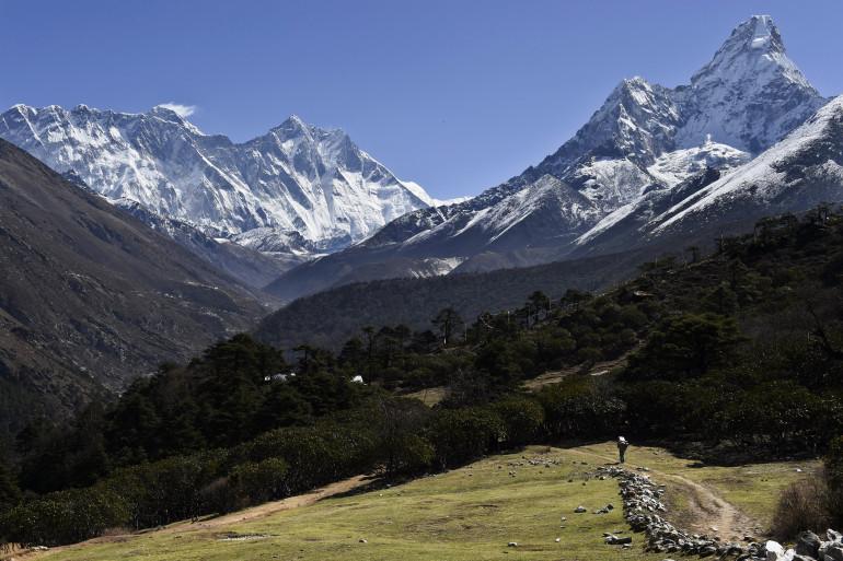 Vue du mont Everest le 20 avril 2015.