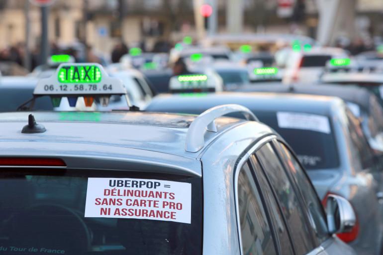 L'opération escargot des taxis parisiens de ce mardi 16 juin contre UberPOP est loin d'être la première manifestation. (Ici le 10 février 2015)