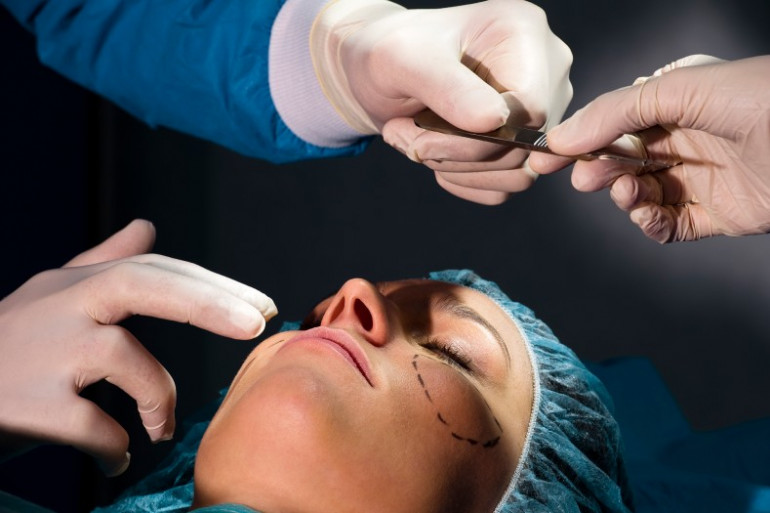 Chirurgie esthétique : en quête d'une jeunesse éternelle