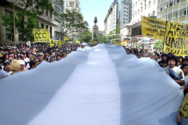 Manifestation à Buenos Aires 20 jours après que le pays se soit déclaré en défaut de paiement