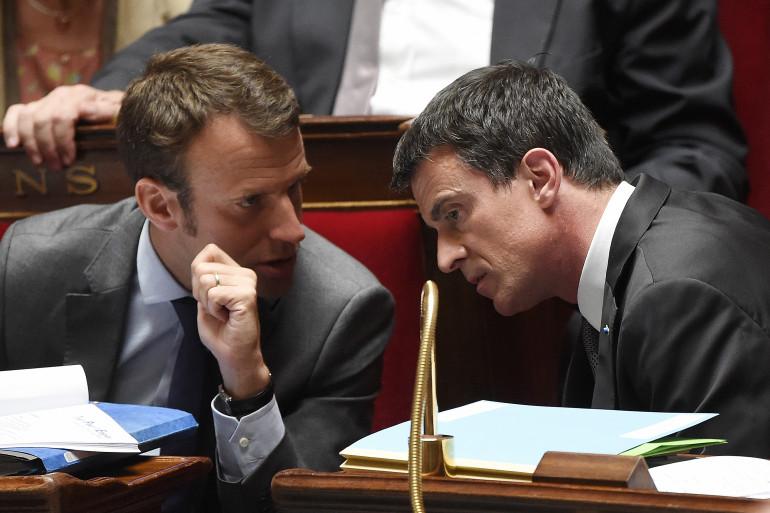 Manuel Valls et Emmanuel Macron, le 9 juin à l'Assemblée nationale