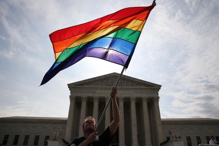 Des drapeaux arc-en-ciel brandit à Washington