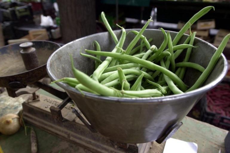 Des haricots verts sur un marché