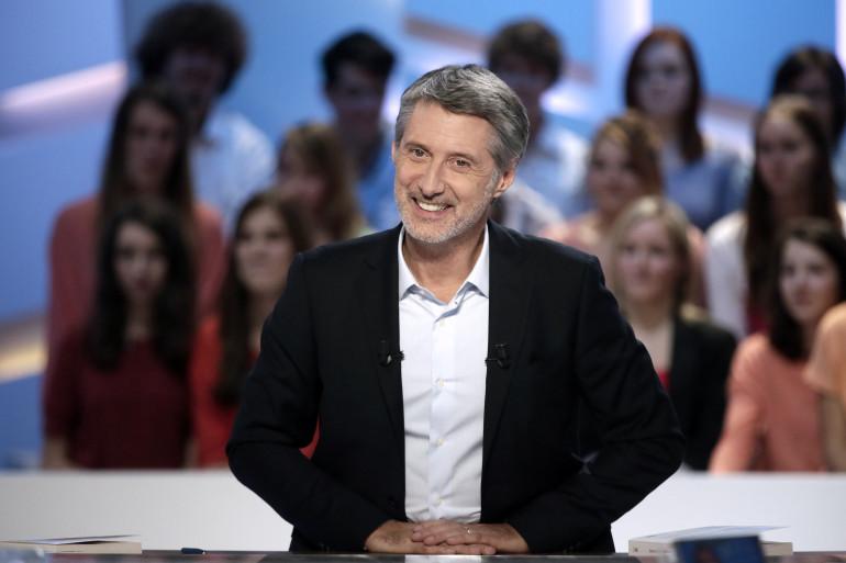 """Antoine de Caunes présentait le """"Grand Journal"""" de """"Canal +"""" depuis 2013"""