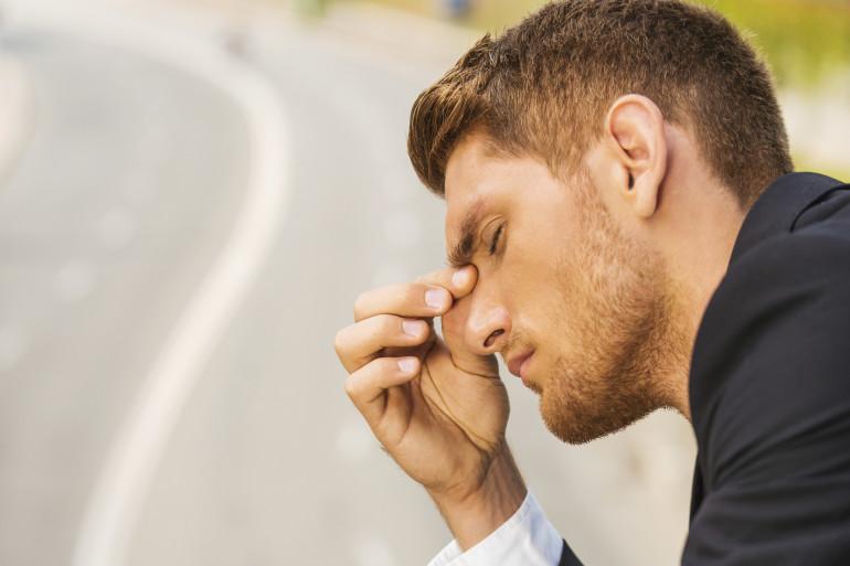 Boire une infusion de romarin peut avoir un effet préventif sur les maux de tête