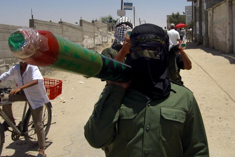 Un combattant palestinien portant un lance-roquettes (illustration)