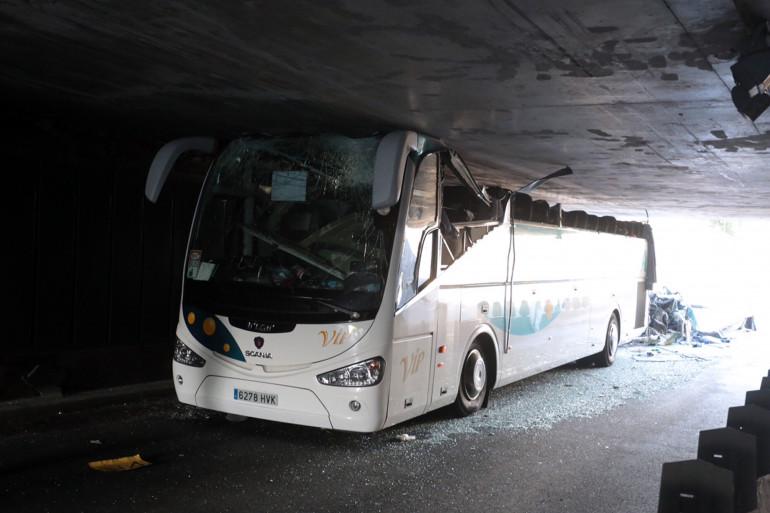 L'autocar accidenté dans un tunnel de La Madeleine (Nord) le 26 juillet 2015.