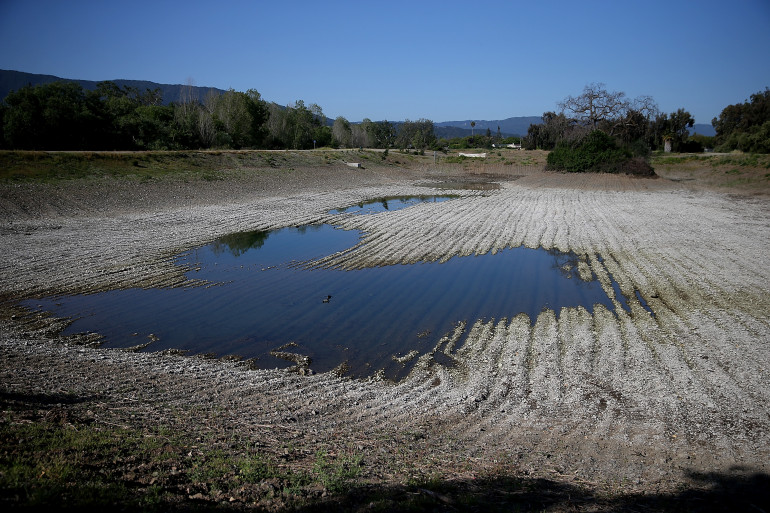 Un plan d'eau affecté par la sécheresse, en Californie (illustration)