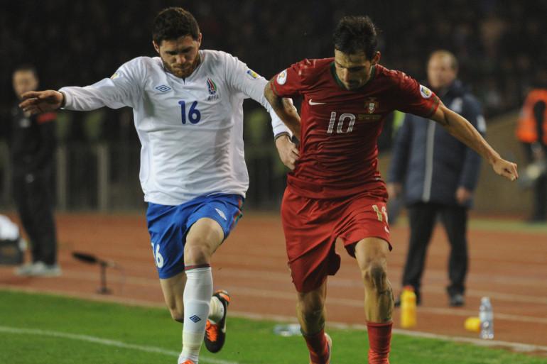 Le footballeur azéri Javid Huseynov (à gauche), visé par le post du journaliste battu à mort Rasim Aliyev, lors d'un match en 2013 (archive).