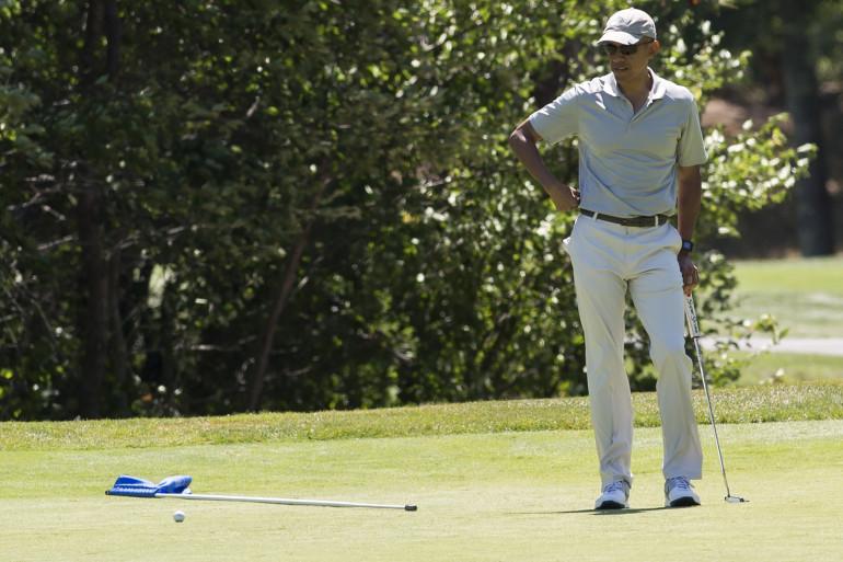Barack Obama partage ses vacances entre golf et musique