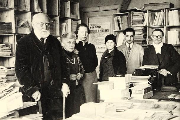 Paul Otlet et son équipe. Mars 1937