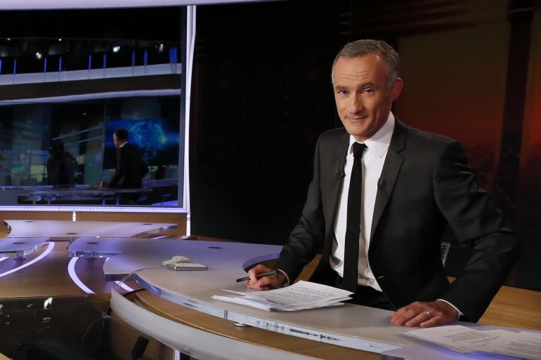 """Gilles Bouleau présente le 20 heures de """"TF1"""""""