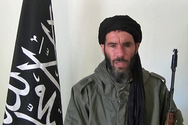 Mokhtar Belmokhtar dans une vidéo non datée diffusée par Aqmi en janvier 2013.