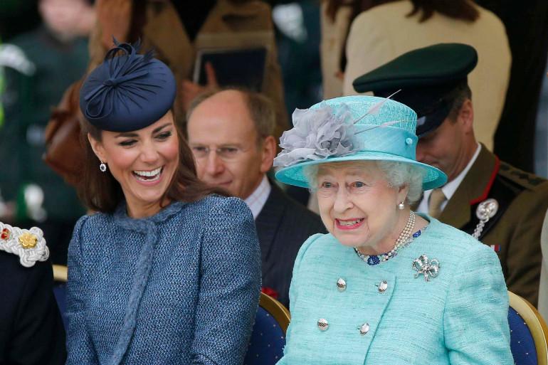 Kate Middleton au côté de la reine lors du jubilé d'Elizabeth II en 2012