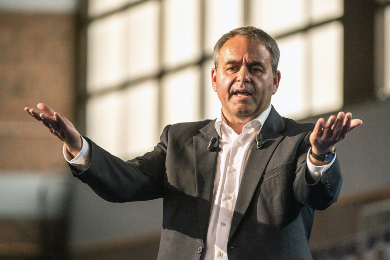 Le maire Les Républicains de Saint-Quentin Xavier Bertrand le 18 juin 2015.