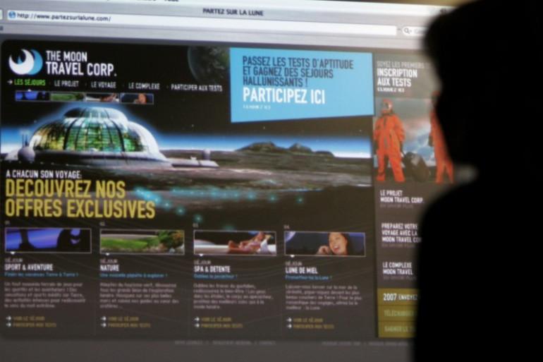 Un internaute devant son écran d'ordinateur (illustration)