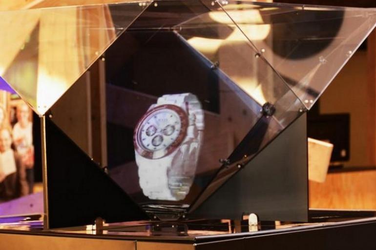 Une montre exposée en hologramme