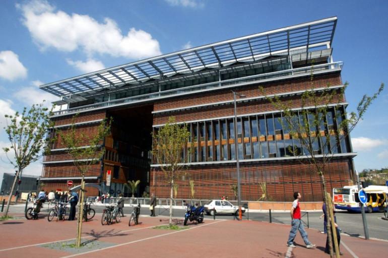 La médiathèque José-Cabanis à Toulouse, le 24 avril 2004, conçue par l'architecte Jean-Pierre Buffy.