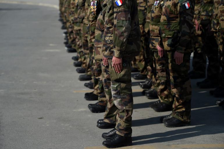 En 2014, 120.000 Français avaient postulé pour s'engager dans l'armée de terre. Ils devraient être 170.000 d'ici fin 2015.