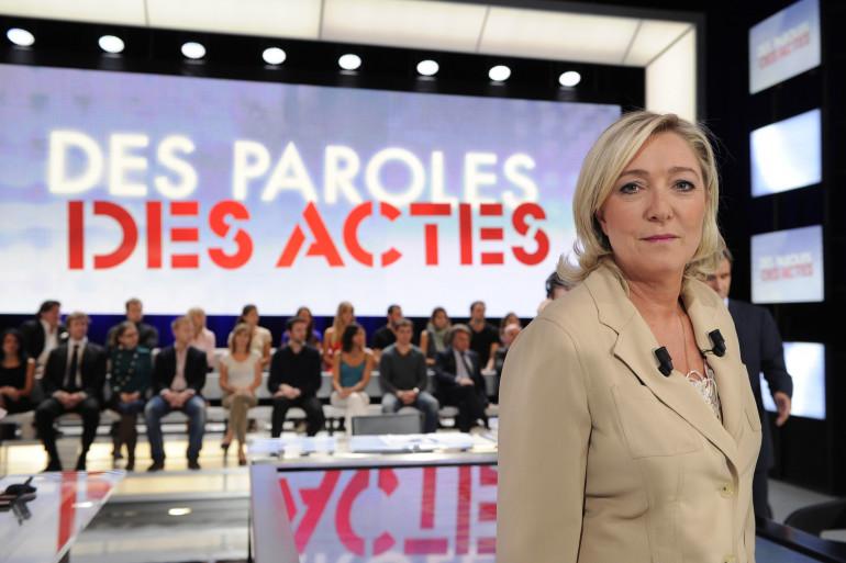 """Marine Le PEn sur le plateau de """"Des Paroles et des Actes"""", le 23 juin 2011"""