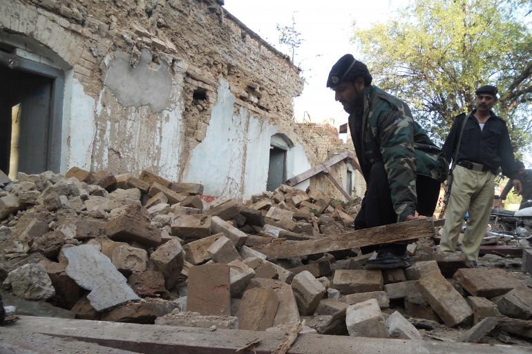 Les ruines d'une maison détruite par le séisme lundi 26 octobre à Kohat, au Pakistan.