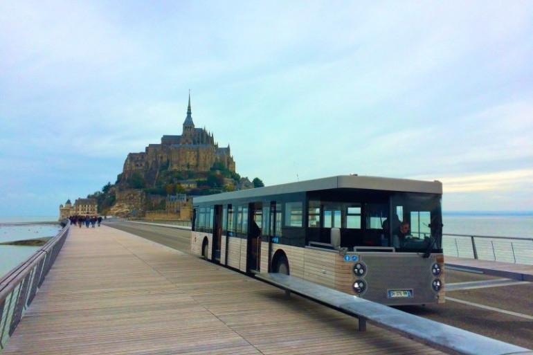 Le nouveau pont-passerelle qui permet d'accéder au Mont-Saint-Michel