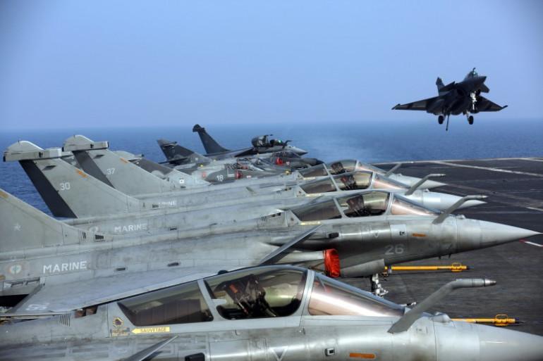 Le porte-avions Charles-de-Gaulle dans le Golfe d'Oman, le 31 janvier 2014 (Illustration)
