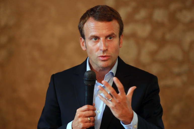 """Le ministre de l'Économie Emmanuel Macron aurait déjà soutenu que le statut de fonctionnaire n'était """"plus justifiable""""."""