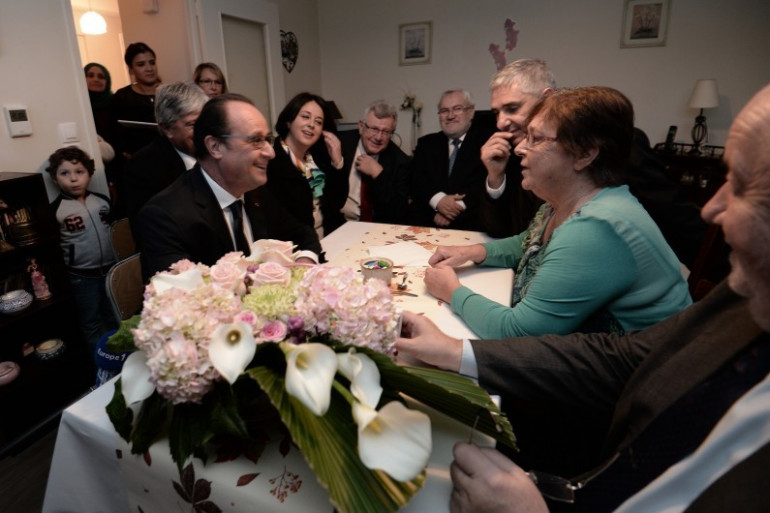 François Hollande a fait une pause-café chez Lucette Brochet, le 29 octobre 2015 à Vandoeuvre-lès-Nancy.