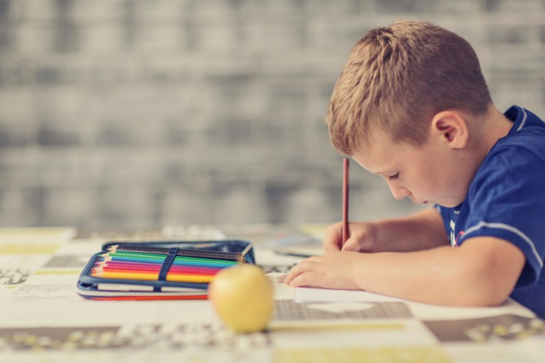 Quand les devoirs deviennent un jeu d'enfant