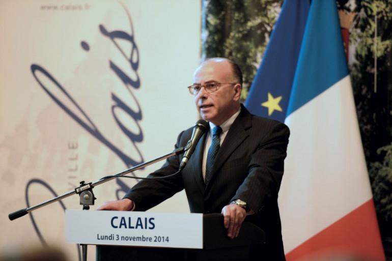 Bernard Cazeneuve lors de sa première visite à Calais le 3 novembre 2014