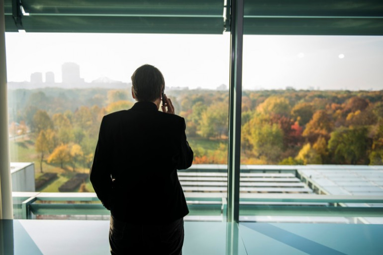Plus d'un salarié sur deux trouve insupportable de voir un collègue décrocher son téléphone pendant une réunion