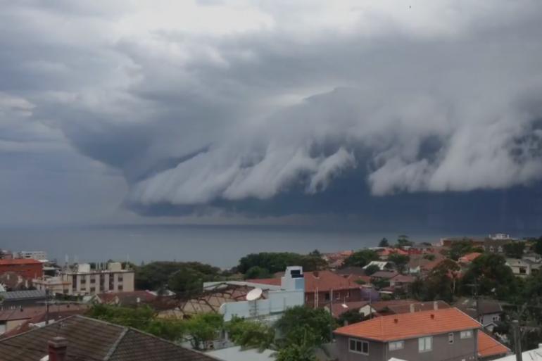 L'étonnant nuage dans le ciel de Syndey, le 6 novembre 2015