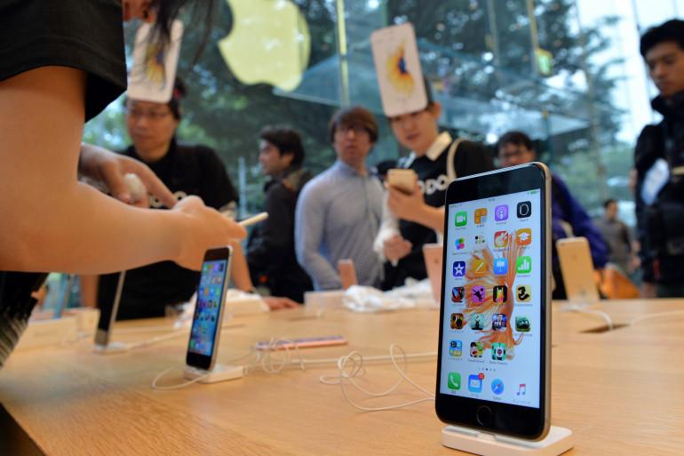 L'iPhone 6s Plus à son lancement au Japon