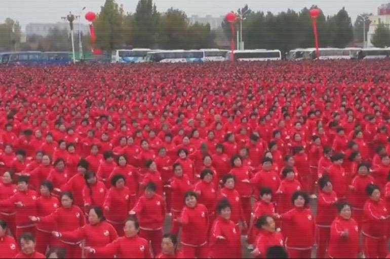 En Chine, le record du monde du plus grand nombre de personnes effectuant la même chorégraphie en même temps