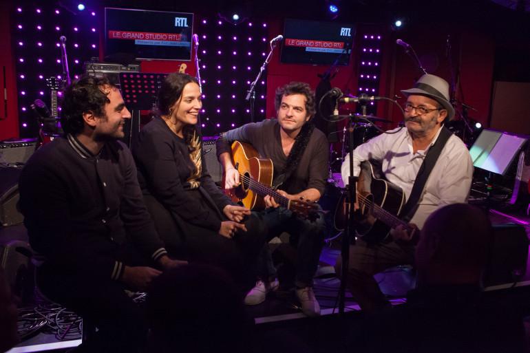 Joseph, Anna, Matthieu et Louis Chedid sur la scène du Grand Studio RTL