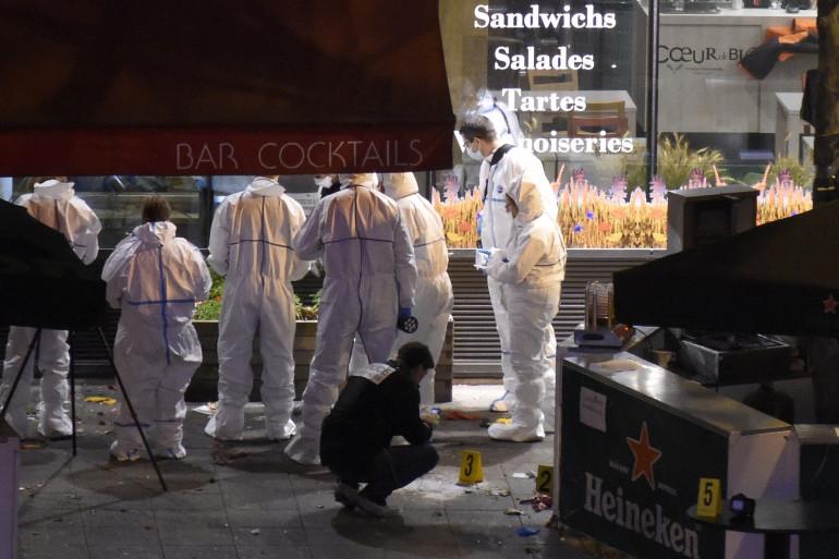 La police scientifique au travail après les fusillades à Paris