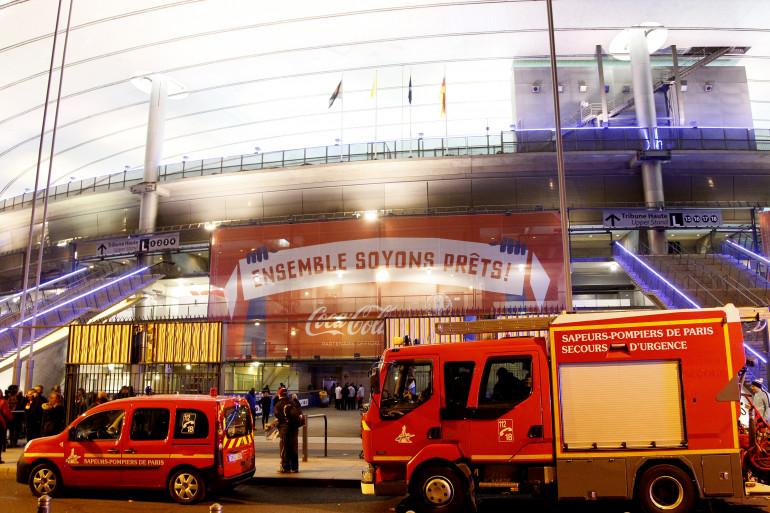 Les pompiers mobilisés près du Stade de France le 13 novembre 2015