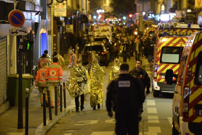 les perquisitions en cours seraient en rapport avec les attentats d'une ampleur sans précédent qui ont fait au moins 120 morts à Paris le 13 novembre.