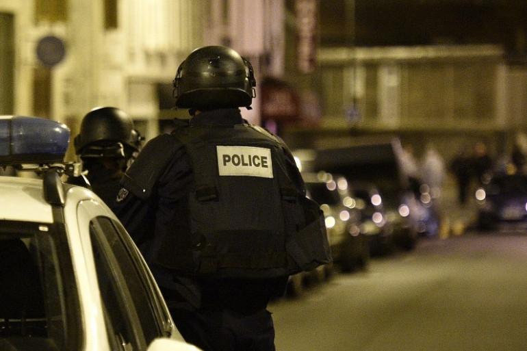 La police dans la rue Bichat où a eu lieu la première fusillade des attentats à Paris, le 13 novembre 2015 (illustration)