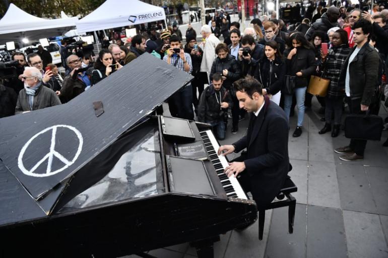 Davide Martello était lundi après-midi Place de la République.
