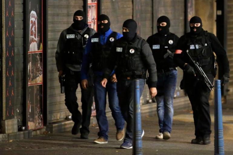 """Assaut à Saint-Denis : """"J'avais peur qu'on me tire dessus avec mon fils"""", raconte une habitante de l'immeuble visé"""